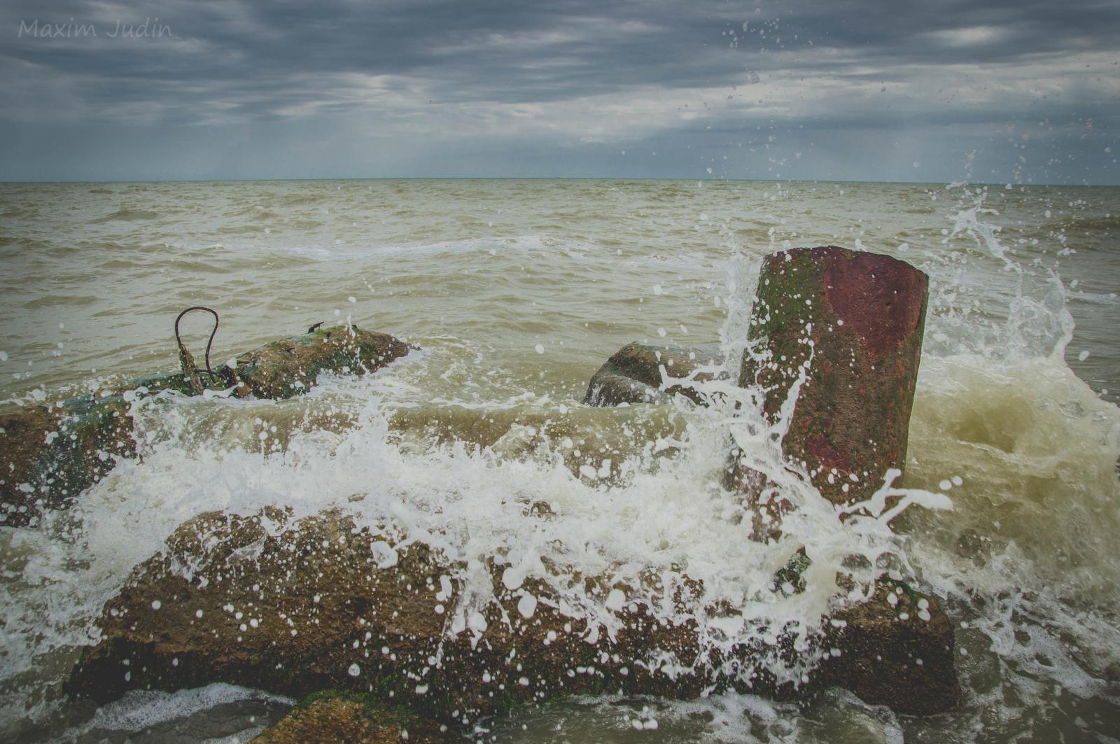 Азовское море волнуется три)))