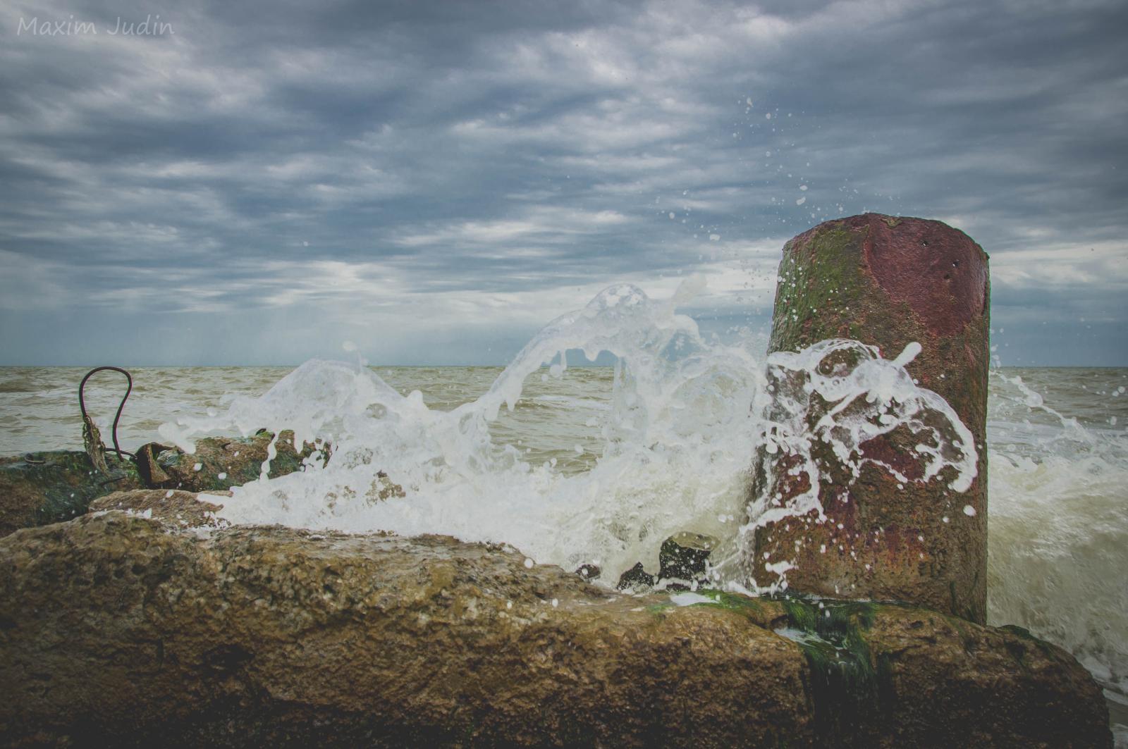 Азовское море волнуется два)