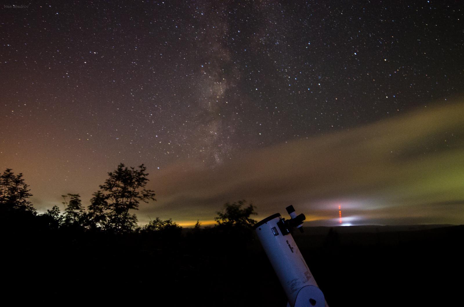 Доб на фоне Млечного Пути